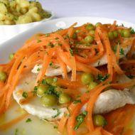 Krůtí plátky s mrkví a hráškem recept
