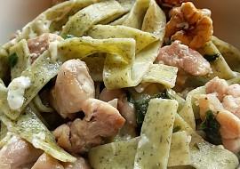 Těstoviny s medvědím česnekem, kuřetem, ořechy a nivou recept ...