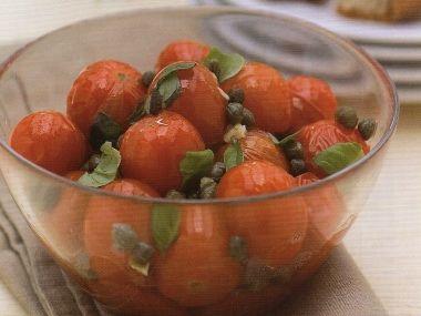 Teplý rajčatový salát