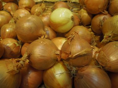 Cibulovo-okurkový salát