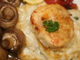 Rybí filé na sýrovém hnízdě s pečenými žampióny recept ...