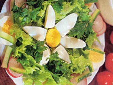 Salát z čínského zelí s vejcem