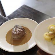 Pořádný biftek s omáčkou z brandy a selským salátem recept ...