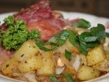 Šunkové kolínko na cibulovo-bramborové směsi recept ...