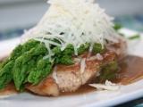 Máslový kuřecí plátek se zeleným chřestem a parmazánem recept ...