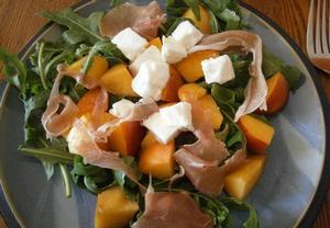 Nektarinkový salát s mozzarelou