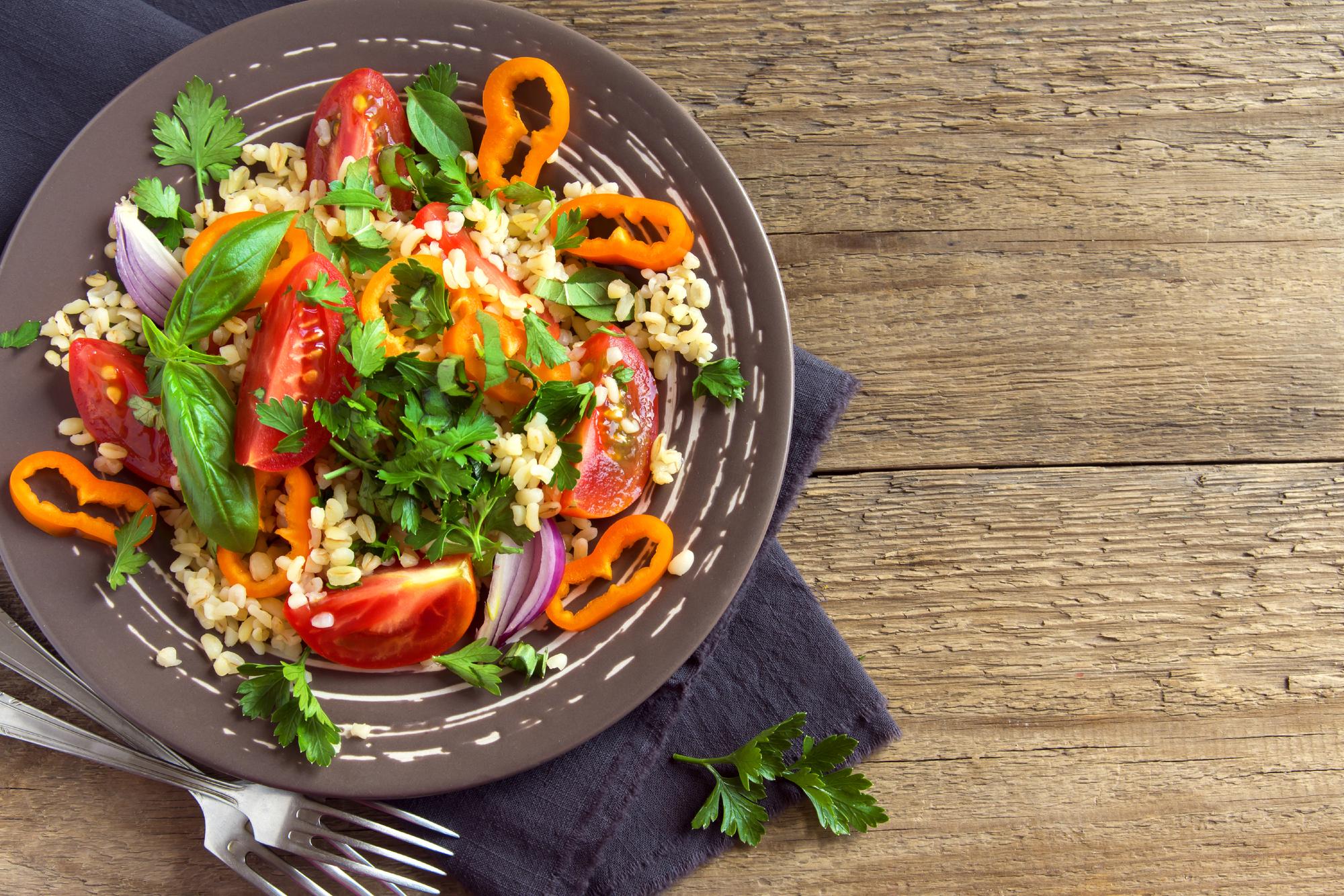 Salát se zeleninou a kuskusem recept