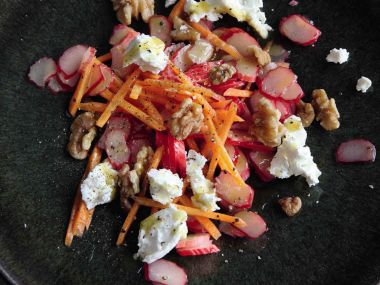 Mrkvový salát s čerstvou rebarborou