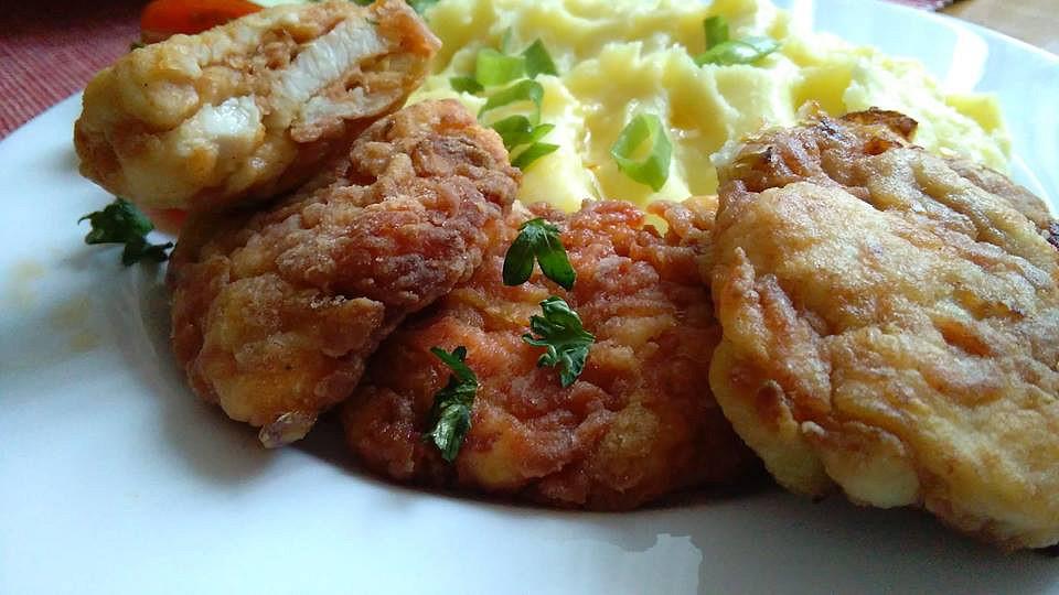 Křupavé placičky s kuřecím masem, lečem a uzeninou recept ...