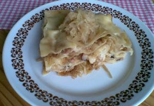 Lasagne se slaninou a kyselým zelím