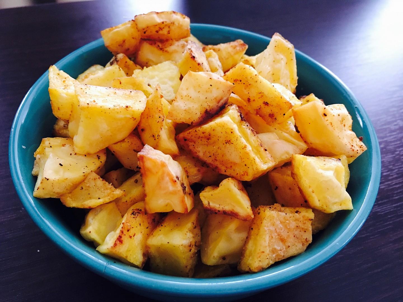 Domácí pečené brambory s kořením recept