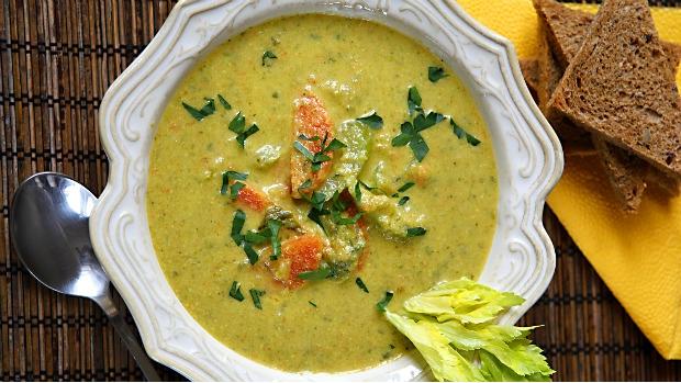 Polévka z řapíkatého celeru