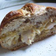 Zapečená houska s kuřecím a sýrem recept