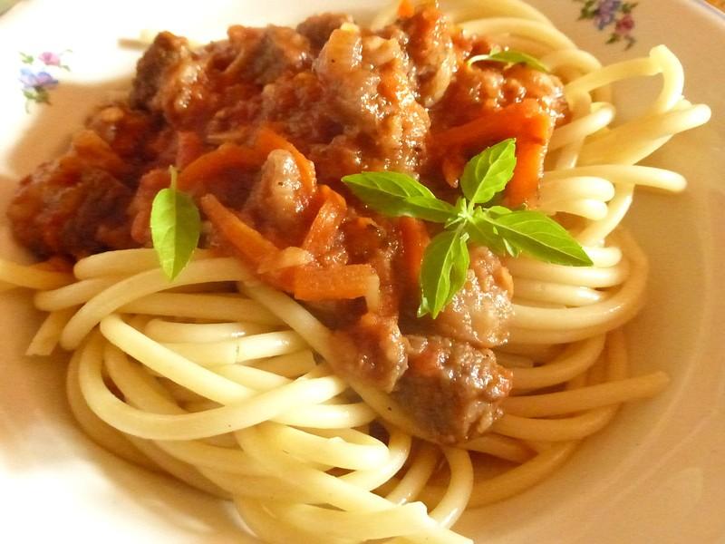 Hovězí ragú s bucatini recept