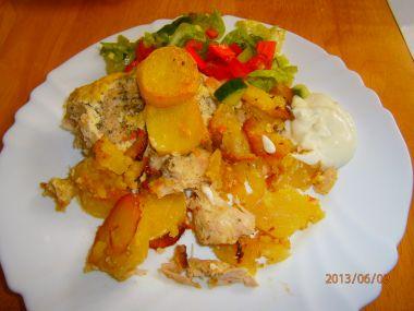 Zapečené kuřecí maso s bramborami a šlehačkou