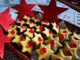 Kakaové hvězdičky s kokosovým krémem a žloutkovou polevou ...