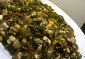 Dušený špenát s rajčaty, uzeným tofu a kukuřicí (cizrnou)  Recepty ...