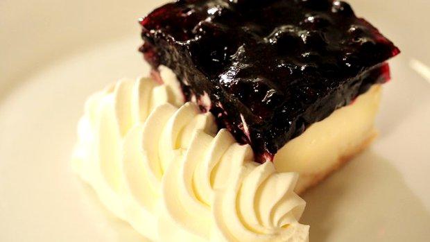 Borůvkový dortík se šlehačkou