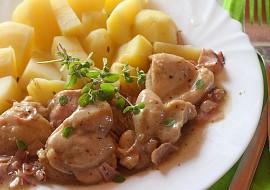 Kuřecí kousky na česneku, slanince a majoránce recept ...