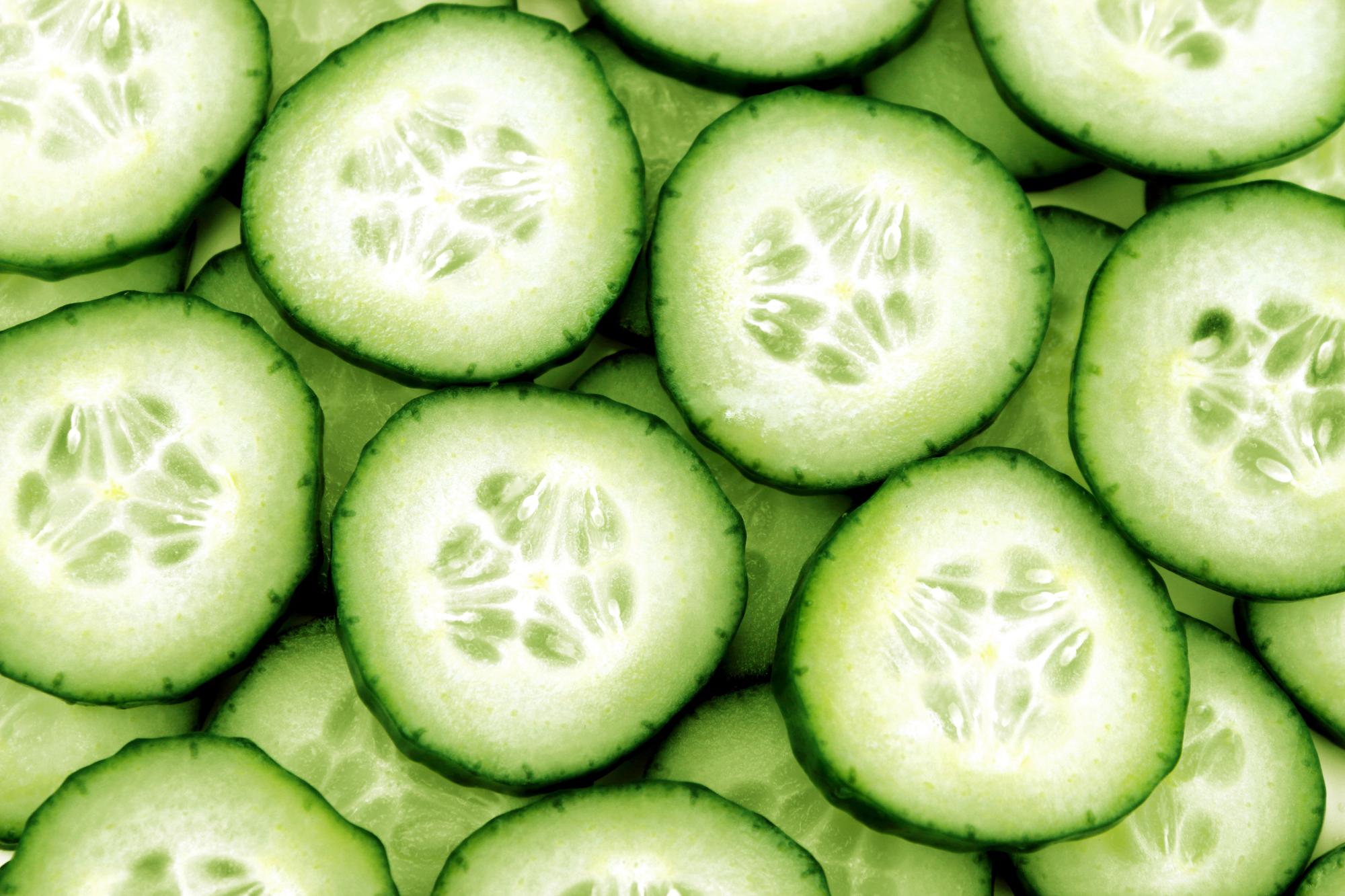 Lahodný okurkový salát z citrónem recept