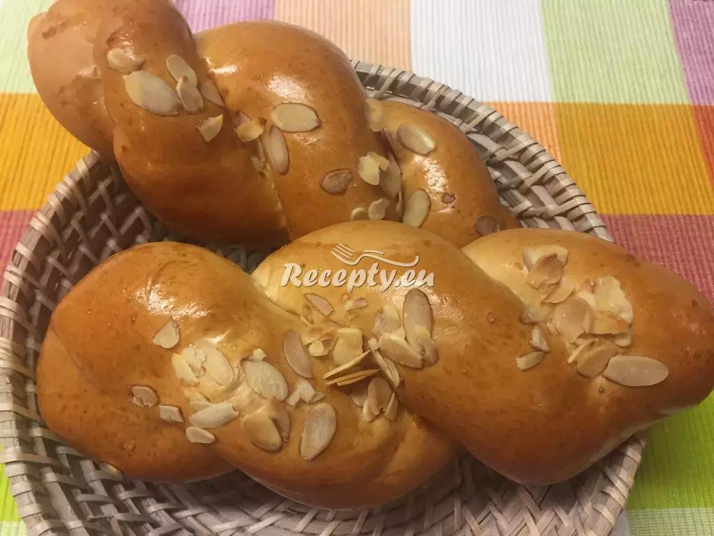 Velikonoční skořicový pletenec recept  slavnostní pokrmy  Recepty ...
