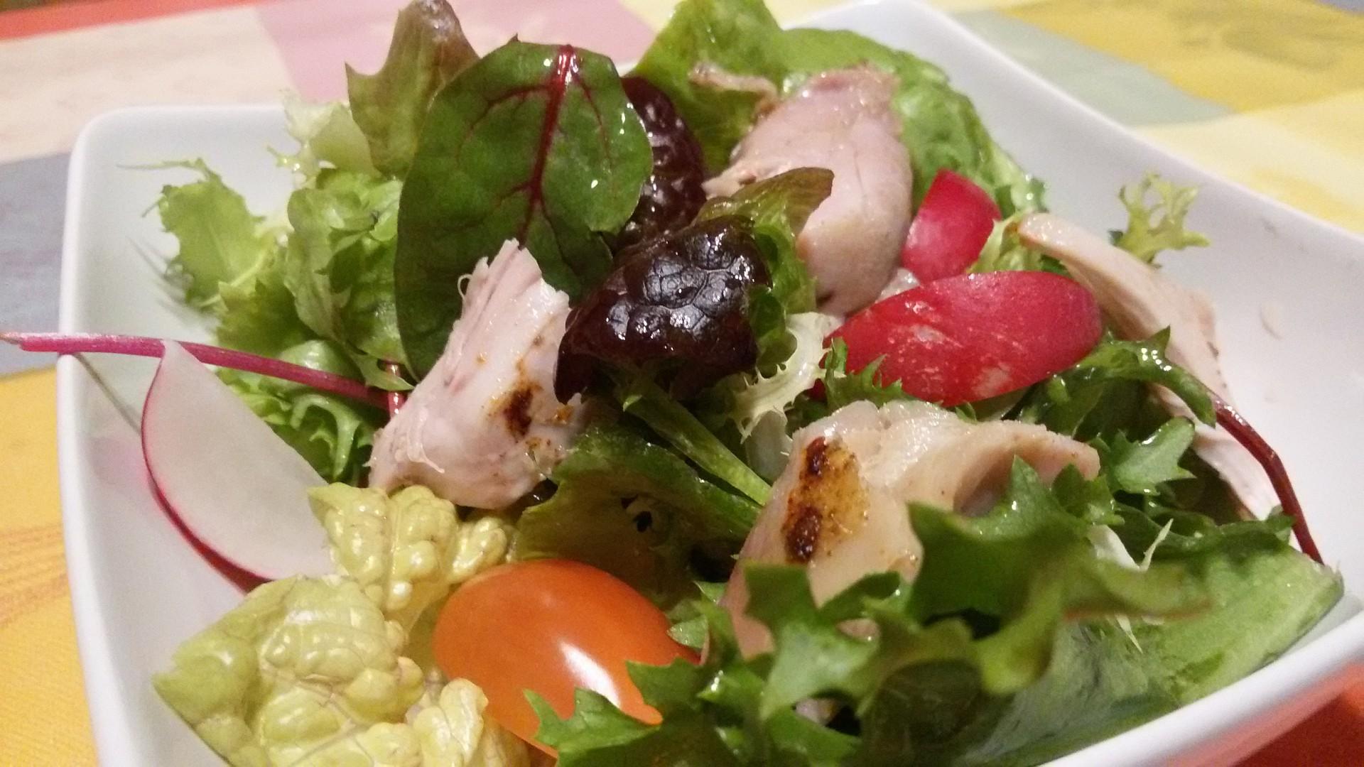 Zeleninový salát s kuřecími prsy recept