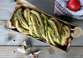 Chléb se špenátovo-bylinkovým pestem recept