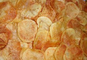 Smažené brambůrky  chipsy