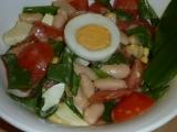 Fazolovo vaječný salát s medvědem a rajčaty recept