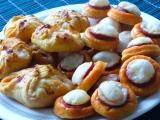 Slané koláčky s klobásou a sýrem recept