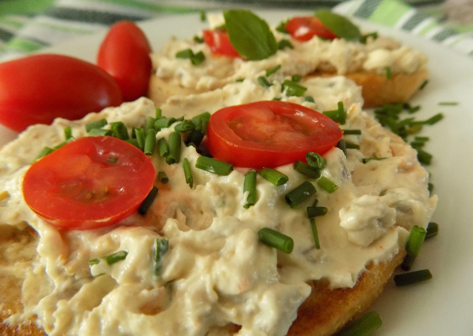 Olivová pomazánka s česnekem recept