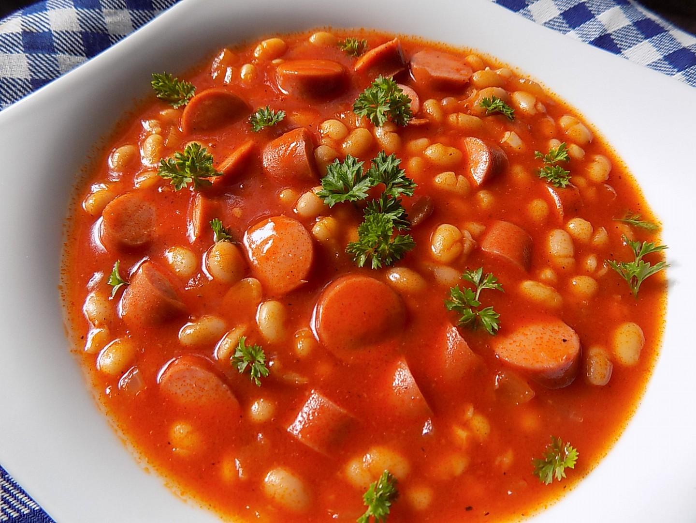 Trenčianský párek s fazolí po domácku recept