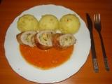 Kuřecí roláda plněná vaječinou s rajčatovou omáčkou s bazalkou ...
