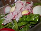 Salát z ředkviček, rukoly a sýrů recept