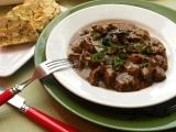 Jelení guláš s houbami recept