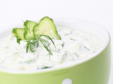 Okurkový salát se smetanou(jogurtem)