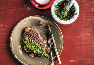 Hovězí steak se salsou verde
