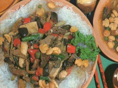Rýžové nudle se zeleninou a žampióny