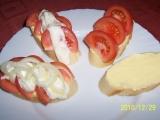Chlebíčky s rajčaty a cibulí recept