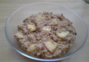 Ovesná kaše s jablky a skořicí