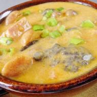 Chalupářský buřtguláš s houbami recept
