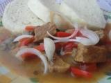 Omáčka s vepřovým masem a houbami na způsob guláše recept ...