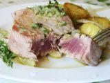 Tuňák s bylinkovo-citronovým olejem a teplým bramborovým ...