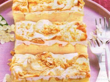 Jablkový koláč s pěnovými pusinkami a burskými oříšky