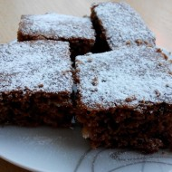 Rychlá kakaová buchta s kokosem a čokoládou recept
