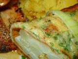 Přírodní kuřecí biftečky s chřestem v bylinkové omeletě recept ...