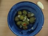 Česnekové olivy recept