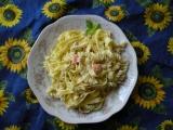 Fettuccine s lososem, smetanovou omáčkou a bylinkami recept ...