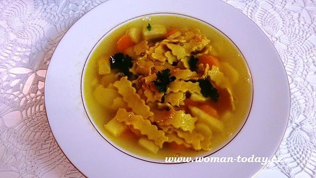 Maričina zdravá polévka s domácími kurkumovými těstovinami ...
