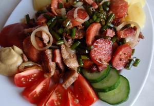 Masová směs s uzeninou a česnekovými výhonky